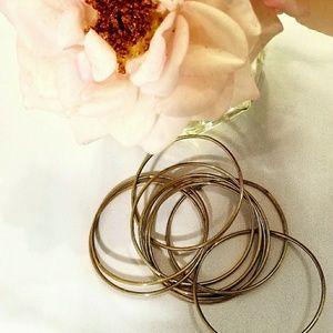 Jewelry - Gold toned interlocking bangle bracelets